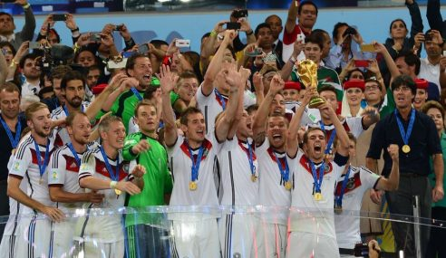 Neuer ou Ter Stegen qui doit être titulaire en équipe d'Allemagne ?